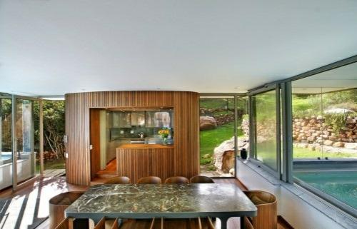 wellness einrichtung haus wohnzimmer glaswände holz küche
