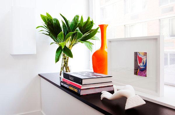 wohnen und dekorieren kunstwerk hell pflanze fenster bücher