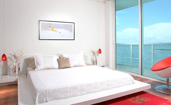 wohnen und dekorieren schlafzimmer fenster bodenhoch weiß rot
