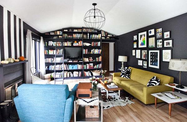 wohnzimmer retro style:wohnzimmer einrichten tisch sofa bücher regal wand deko gemälde