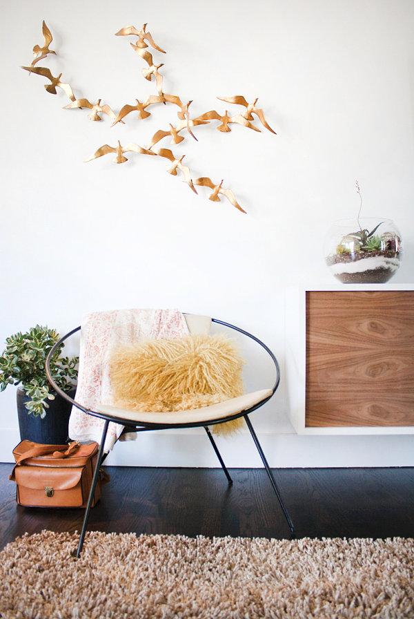 wohnzimmer-einrichten-wand-deko-vogel-sessel-teppich.jpg - Wohnzimmer Vorwand Mit Deko Nische