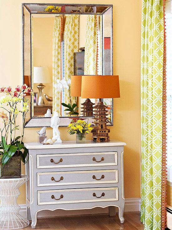 wohnzimmer multifunktional einrichten retro kommode und orangen lampenschirm