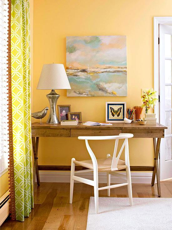 wohnzimmer multifunktional einrichten silberne vogelstatuette und lampenfuß