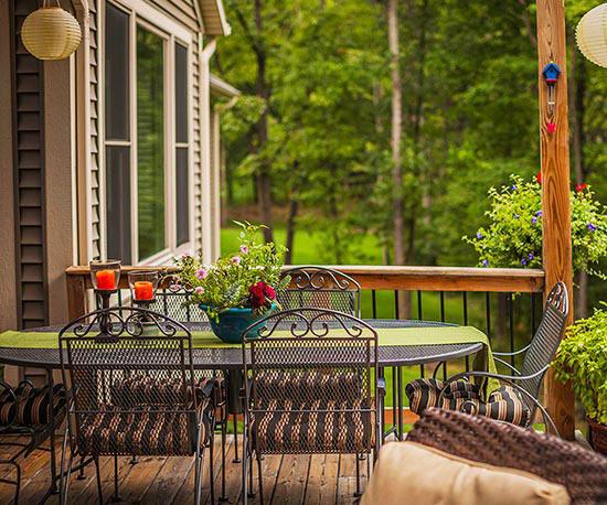wunderschöne veranda inspirationen schmiedeeisen gartenstühle und tisch