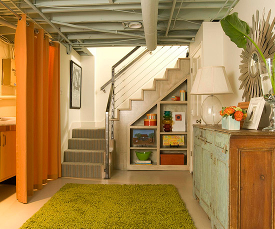 zusätzlichen stauraum schaffen hochfloriger grasgrüner teppich