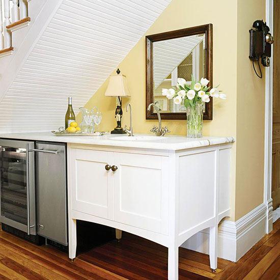 zusätzlichen stauraum schaffen weiße kommode mit marmor oberfläche