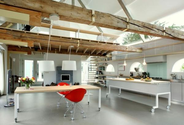umbau küche wohnzimmer:Alte Scheune in eine attraktive Residenz küche balken holz rustikal