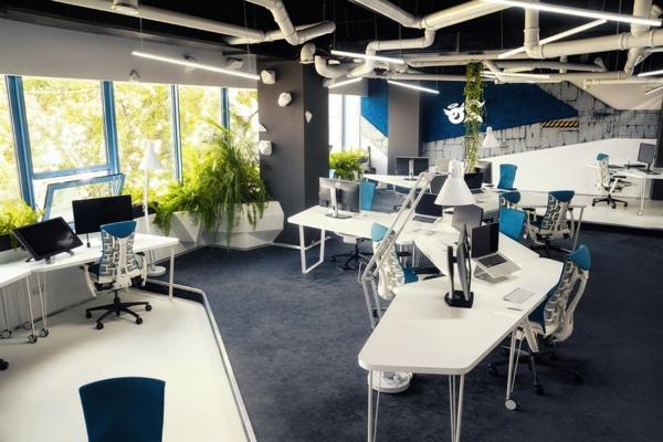 Büro wie ein Raumschiff eingerichtet bürotische