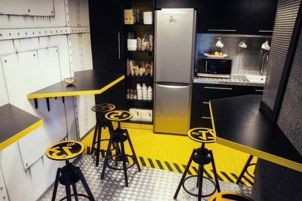 Attraktives Büro wie ein Raumschiff eingerichtet gelb akzente