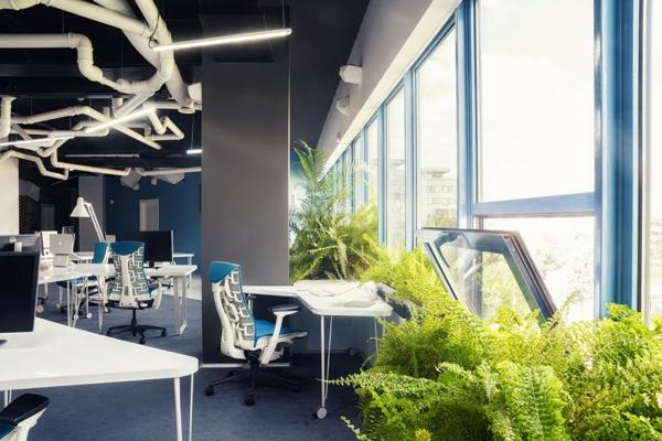 schönes Büro wie ein Raumschiff eingerichtet groß fenster