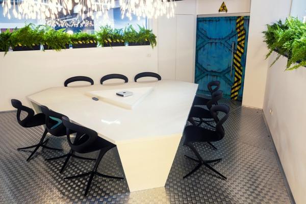 Attraktives Büro wie ein Raumschiff eingerichtet nachhaltig grün