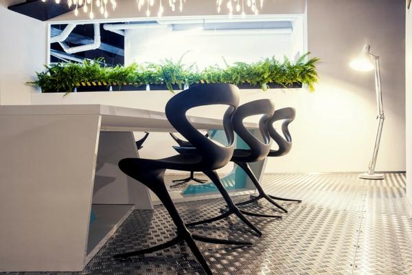 Büro wie ein Raumschiff eingetopft pflanzen