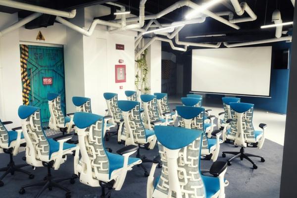 Attraktives Büro wie ein Raumschiff sitzplatz kino