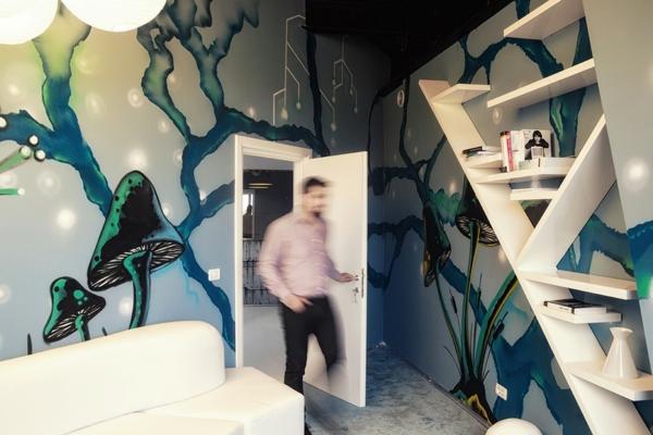 Büro wie ein Raumschiff wandgestaltung wandregale