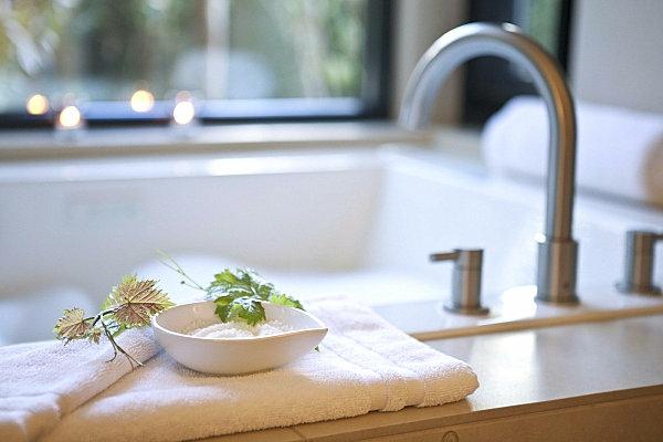 Badzubehör und Badeinrichtung badewanne badetuch