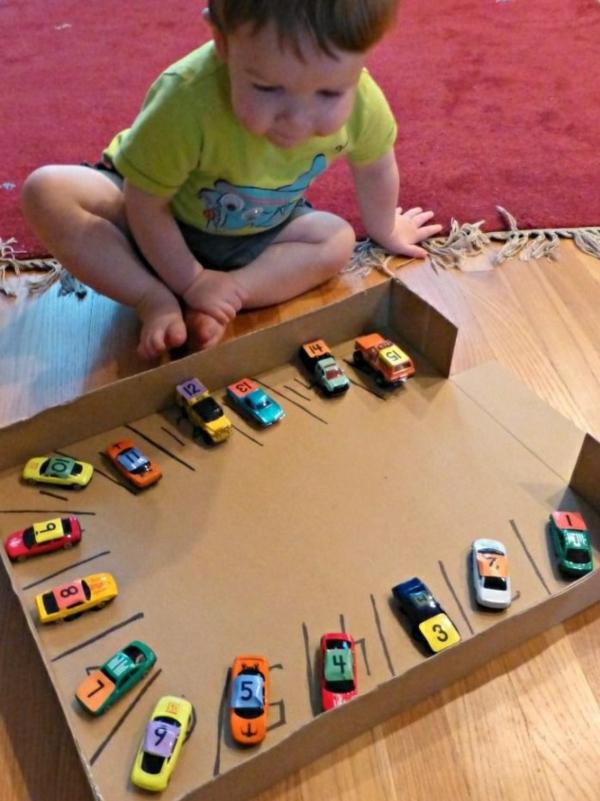 DIY mit Kindern karton pappe auto park