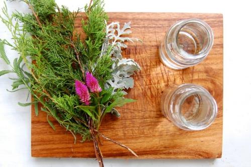 Coole Tischdeko für Weihnachten grün blätter ziklama