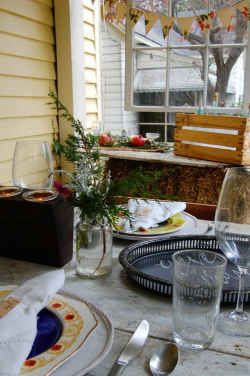Coole Tischdeko für Weihnachten kerzen veranda fenster holz