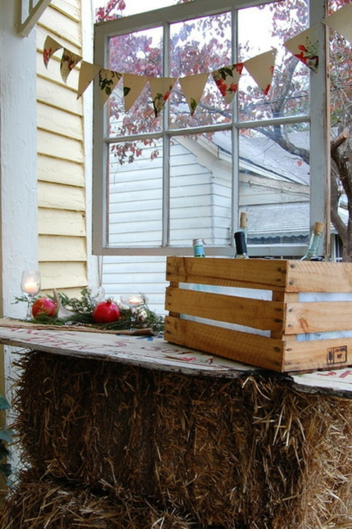 Coole Tischdeko für Weihnachten rustikal weingläser brett