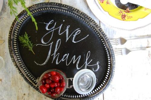 Coole Tischdeko für Weihnachten schwarz tafel servierbrett