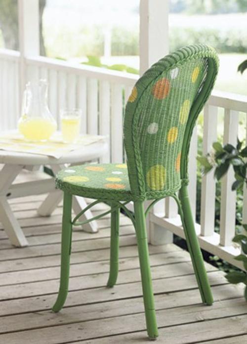 DIY Dekoideen für bemalte Möbel holz stuhl grün frisch punkten