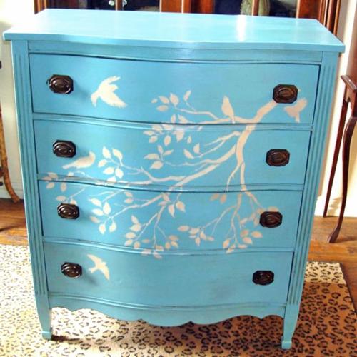 ideen für bemalte Möbel kommode schubladen blau weiß