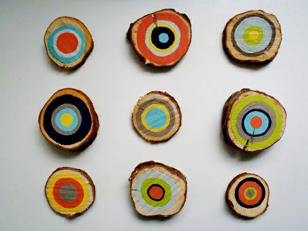 DIY Dekoideen mit Holzquerschnitt bunt wanddekoration