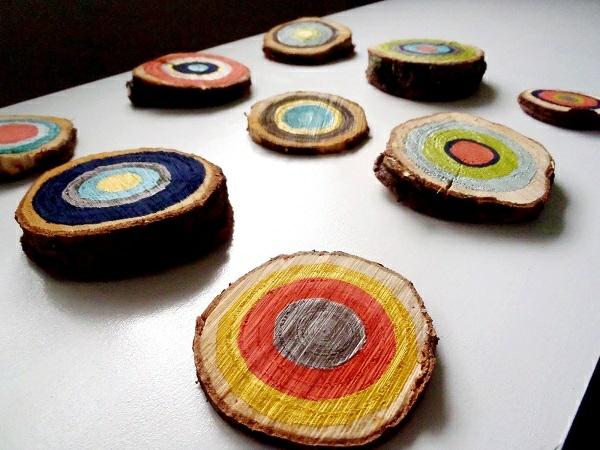 DIY Dekoideen mit Holzscheiben farbig bunt