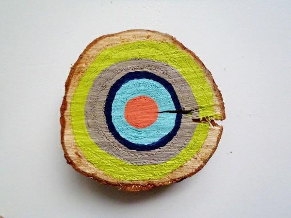 Dekoideen mit Holzscheiben jahresring bunt DIY