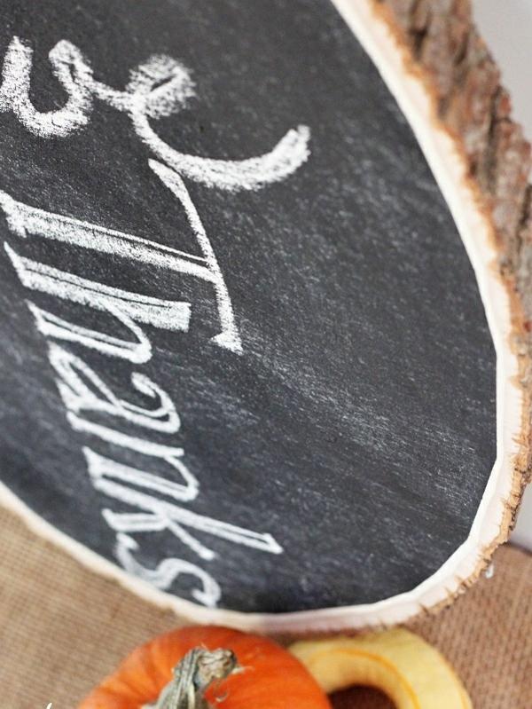 DIY Dekoideen mit Holzscheiben schwarz tafel kürbis