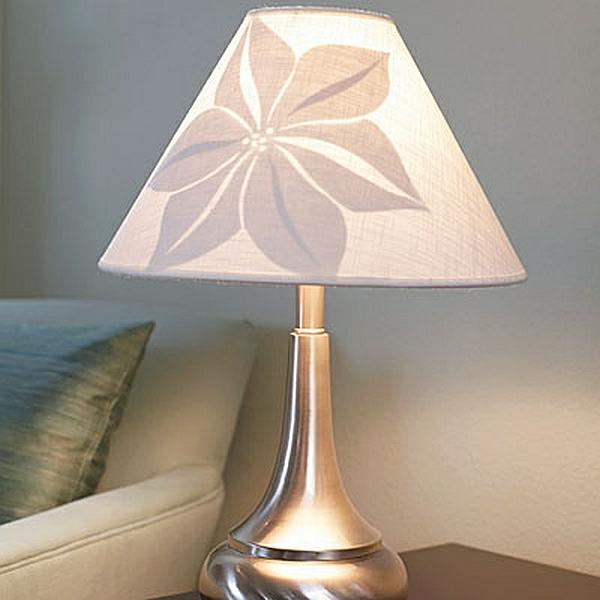 DIY Wohnideen nachttischlampe blumenmuster glanzvoll