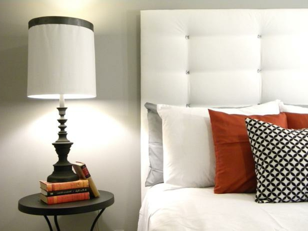 Das Schlafzimmer günstig einrichten kopfkissen weiß orange schwarz