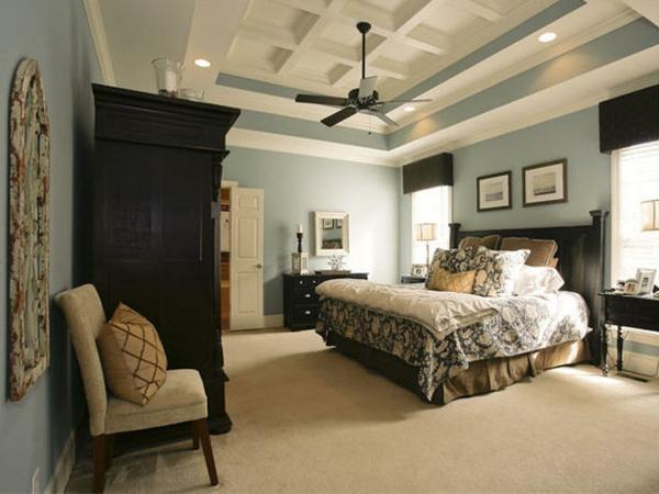 Das Schlafzimmer günstig einrichten kopfteil alte tür kleiderschrank
