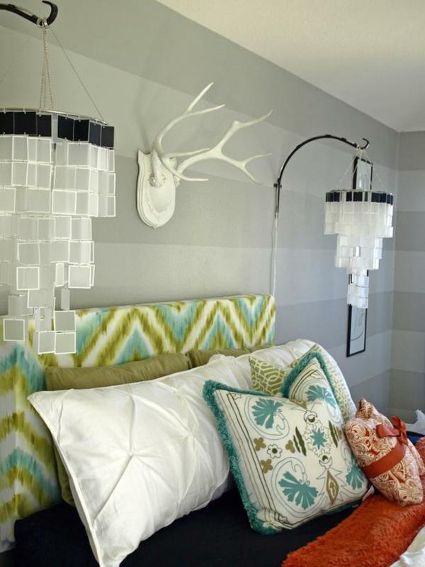 Das Schlafzimmer günstig einrichten kopfteil blau chevron muster grün