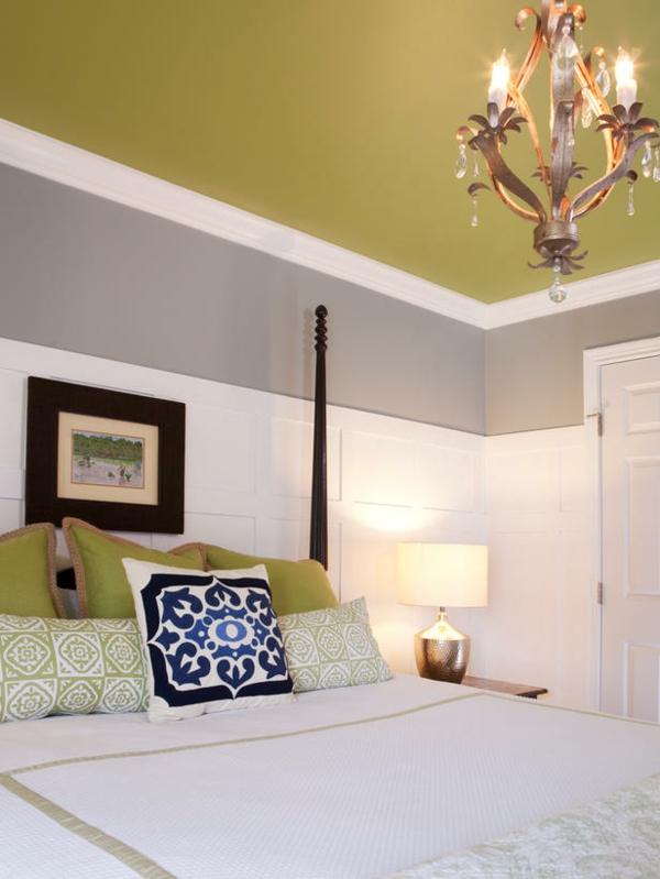 Das Schlafzimmer günstig einrichten lindgrün zimmerdecke weiß grau wand