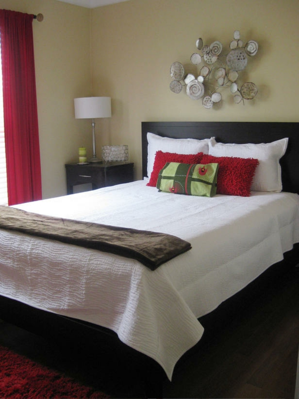 günstig einrichten rot weiß bettwäsche schlafzimmer
