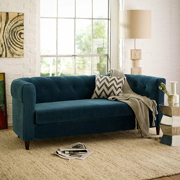 Eklektische Inneneinrichtung blau gepolstert sofa