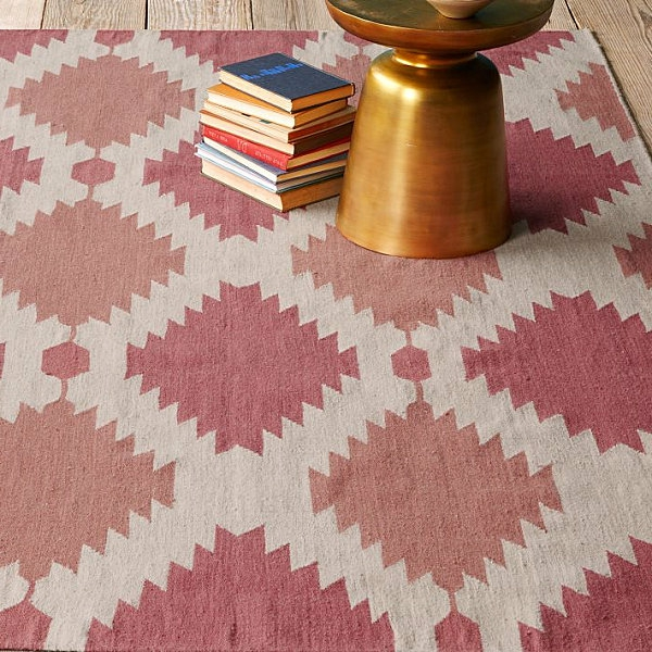 Eklektische Inneneinrichtung teppich bücher gefäß