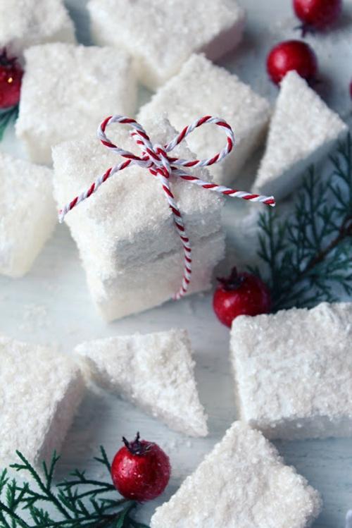 Dekoideen für Weihnachtsgeschenke schaumzucker