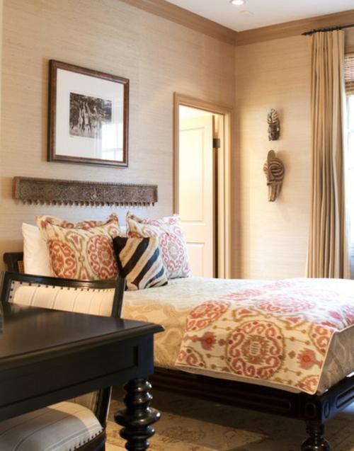 Heimtextilienund Texturen richtig kombinieren schlafzimmer bett gemälde