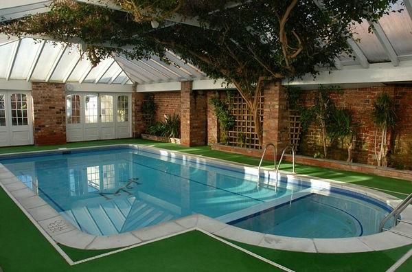 Ideen für großartiges Hallenbad grün pflanzen hotel