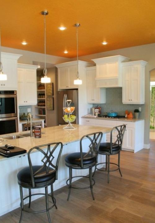 Kühne Wandgestaltung kontrastwand küche zimmerdecke hängelampen