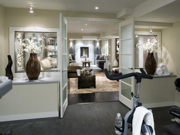 Durch Die Kombination Von Rustikalen Materialien Und Elementen Mit Modernen  Möbelstücken Und Zubehör Ist Dieses Zimmer Ein Stilvoller, Gemütlicher  Keller ...