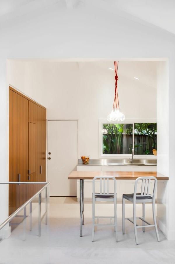 Kleine Küche mit eingebautem Homeoffice designer beleuchtung