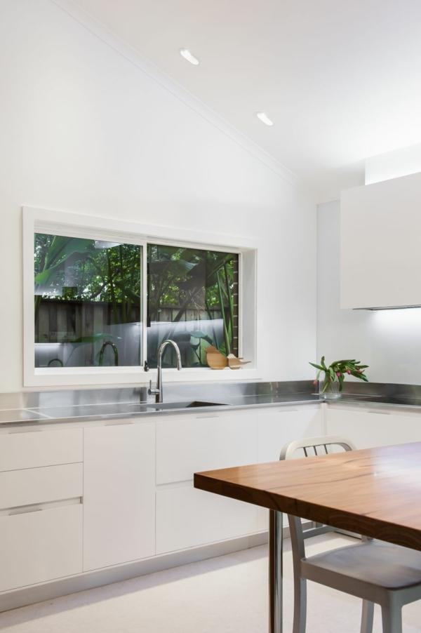 Kleine Küche mit eingebautem Homeoffice küchenarbeitsfläche