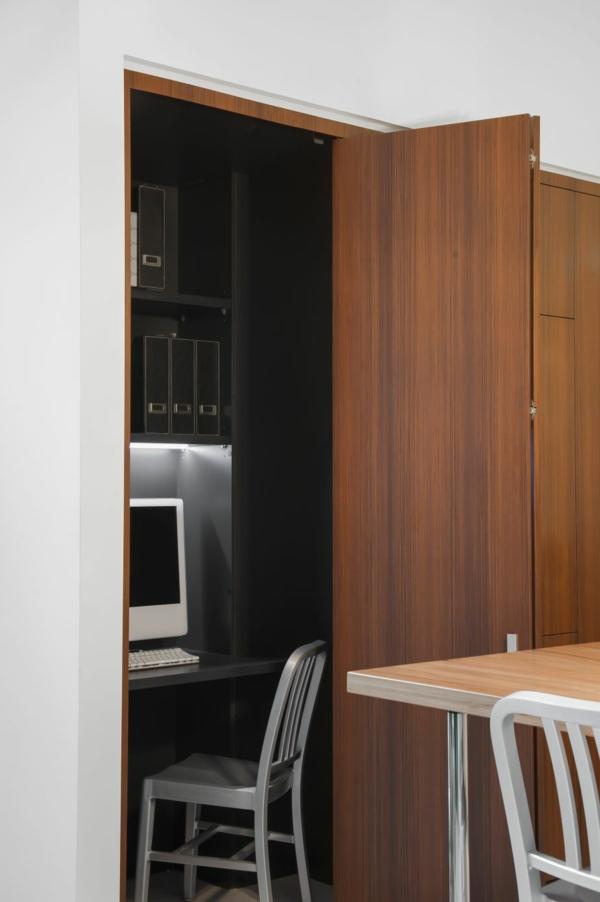 Küche mit eingebautem Homeoffice schreibtisch computer
