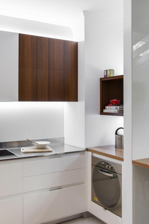 Kleine Küche mit eingebautem Homeoffice waschküche rötlich