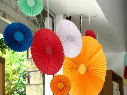 DIY Party Dekoration aus Papier kreise bunt farben