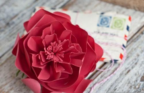 Leichte DIY Party Dekoration aus Papier rot blume origami