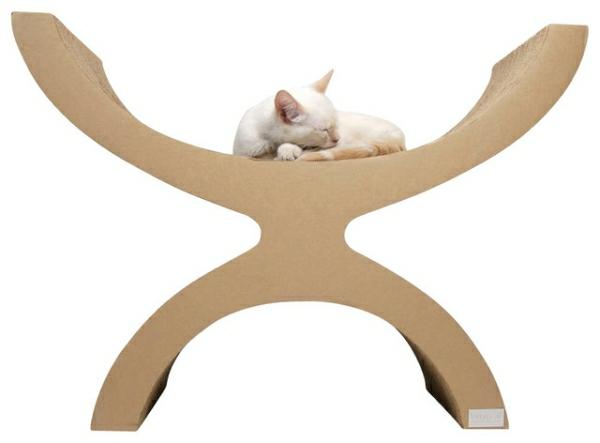 Modernes Zubehör für Ihre Haustiere weiße katze schlafen